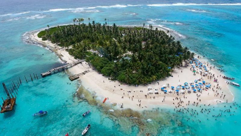 Una isla con muchas personas