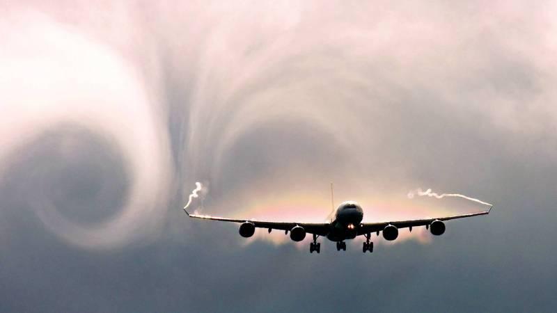 Foto de un avión en turbulencia