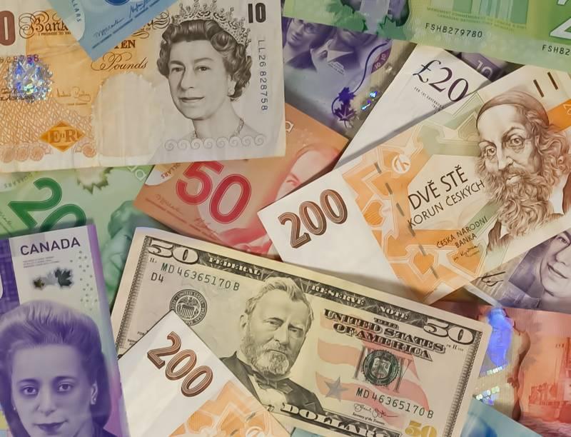 Billetes de muchos lugares diferentes