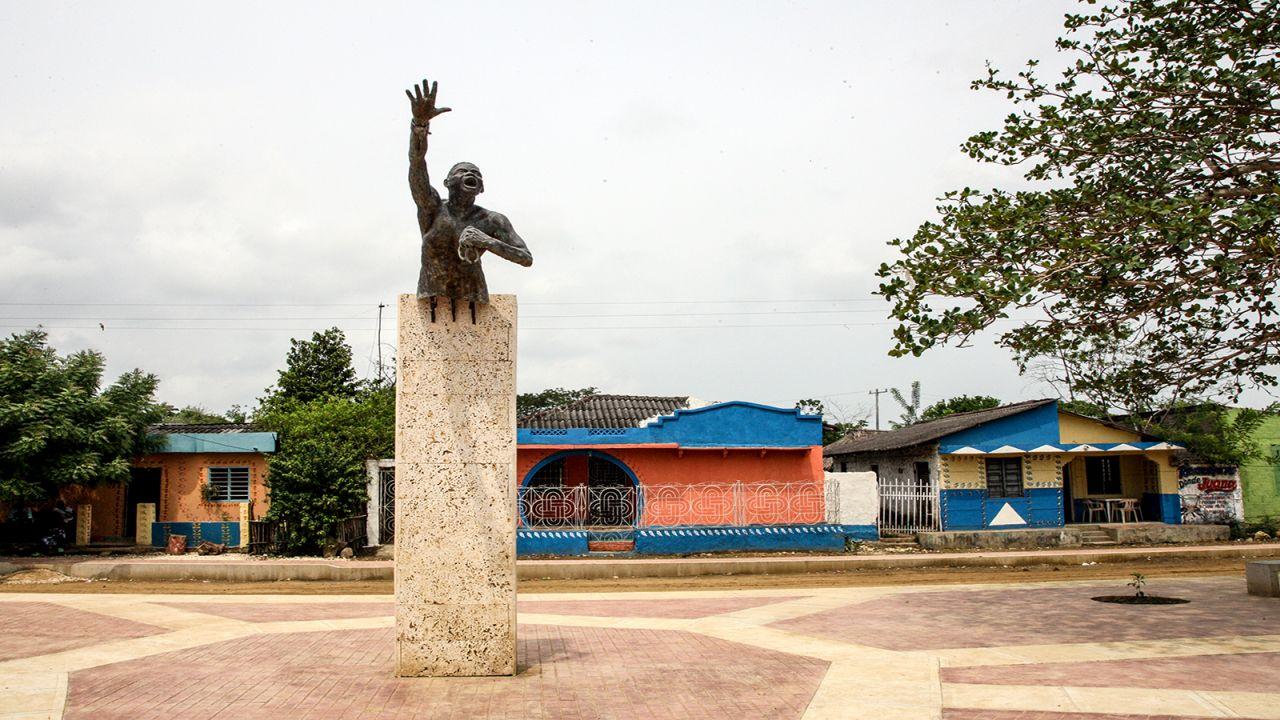 Foto del centro de Palenque con un figura en la mitad