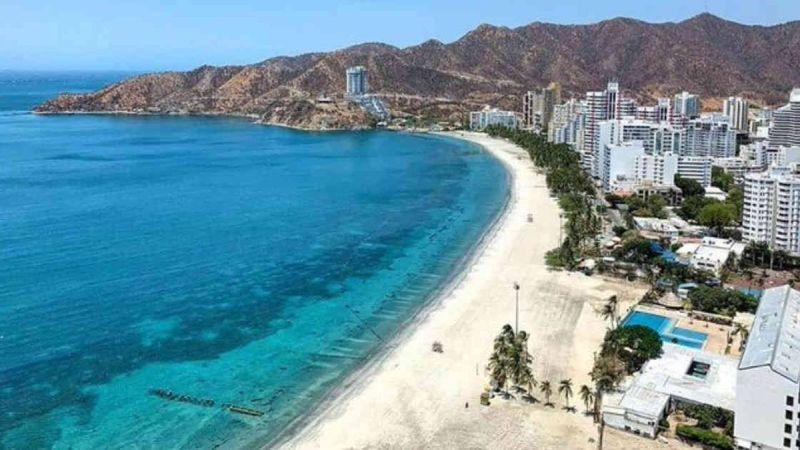 Foto tomada desde arriba de la playa de santa marta